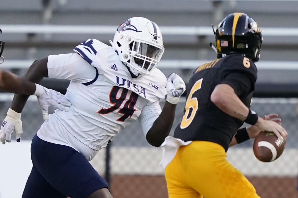 Southern Mississippi quarterback Tate Whatley (6) is pressured by UTSA defensive lineman Kevin Nelson (94) during the first half of an NCAA college football game, Saturday, Nov. 21, 2020, in Hattiesburg, Miss. UTSA won 23-20. (AP Photo/Rogelio V. Solis)
