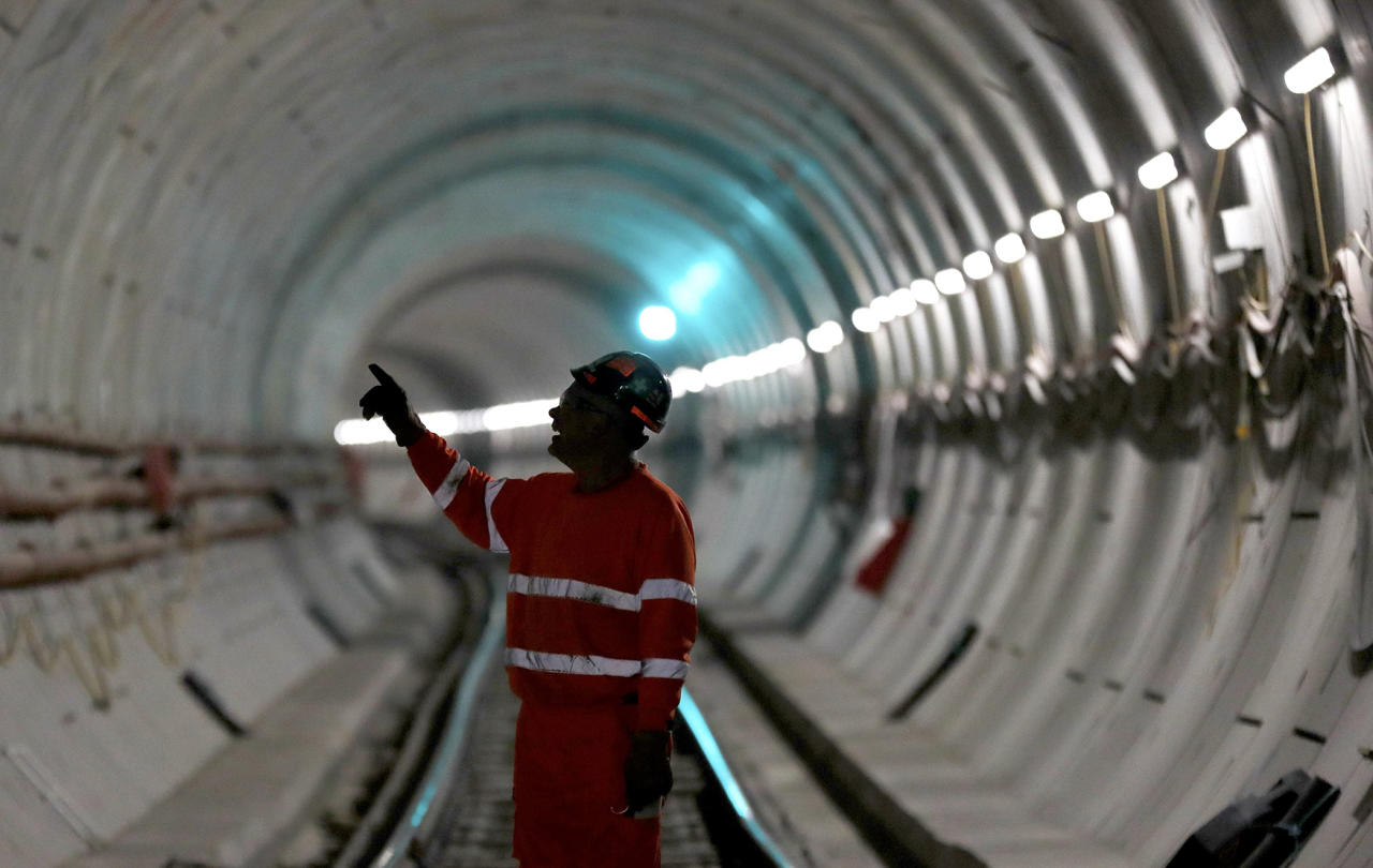 <p>A worker stands on the railway track in a tunnel of the Crossrail project in Stepney, east London, Britain, Nov. 16, 2016. (Photo: Stefan Wermuth/Reuters) </p>