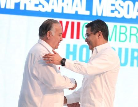 Mexican businessman and Vice Chairman of the Board of Grupo Modelo Valentin Diez Morodo and Honduras President Juan Orlando Hernandez shake hands during the XVII Tuxtla Summit in San Pedro Sula