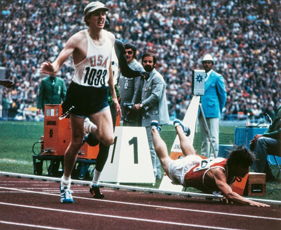 Dave Wottle (right) and Yevhen Arzhanov during the 1972 Munich Olympics