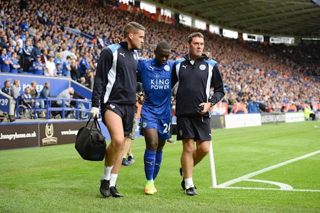 Leicester City's midfielder Nampalys Mendy (C) limps around the pitch after getting injured and being substituted on August 20, 2016 (AFP Photo/Oli Scarff)