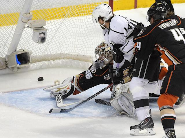 Los Angeles Kings right wing Justin Williams, center, scores on Anaheim Ducks goalie John Gibson, left, as Cam Fowler defends during the first period in Game 7 of an NHL hockey second-round Stanley Cup playoff series, Friday, May 16, 2014, in Anaheim, Calif. (AP Photo/Mark J. Terrill)