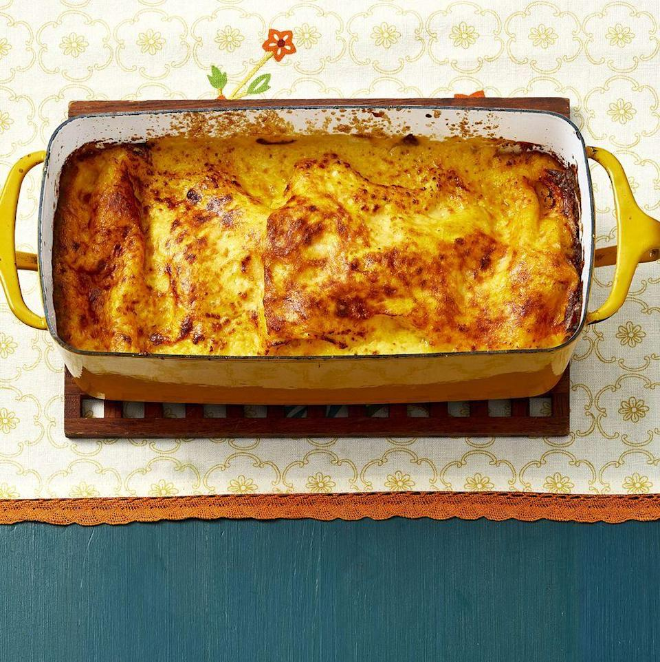 """<p>This lasagna is packed with fall flavors, including seasonal butternut squash, sage, and sweet Italian sausage. It's ideal for a fall potluck dinner. </p><p><a href=""""https://www.thepioneerwoman.com/food-cooking/recipes/a32947998/loaf-pan-lasagna-with-butternut-squash-and-sausage-recipe/"""" rel=""""nofollow noopener"""" target=""""_blank"""" data-ylk=""""slk:Get Ree's recipe."""" class=""""link rapid-noclick-resp""""><strong>Get Ree's recipe. </strong></a></p><p><a class=""""link rapid-noclick-resp"""" href=""""https://go.redirectingat.com?id=74968X1596630&url=https%3A%2F%2Fwww.walmart.com%2Fsearch%2F%3Fquery%3Dpioneer%2Bwoman%2Bkitchen%2Btowels&sref=https%3A%2F%2Fwww.thepioneerwoman.com%2Ffood-cooking%2Fmeals-menus%2Fg37078352%2Fitalian-sausage-recipes%2F"""" rel=""""nofollow noopener"""" target=""""_blank"""" data-ylk=""""slk:SHOP KITCHEN TOWELS"""">SHOP KITCHEN TOWELS</a></p>"""