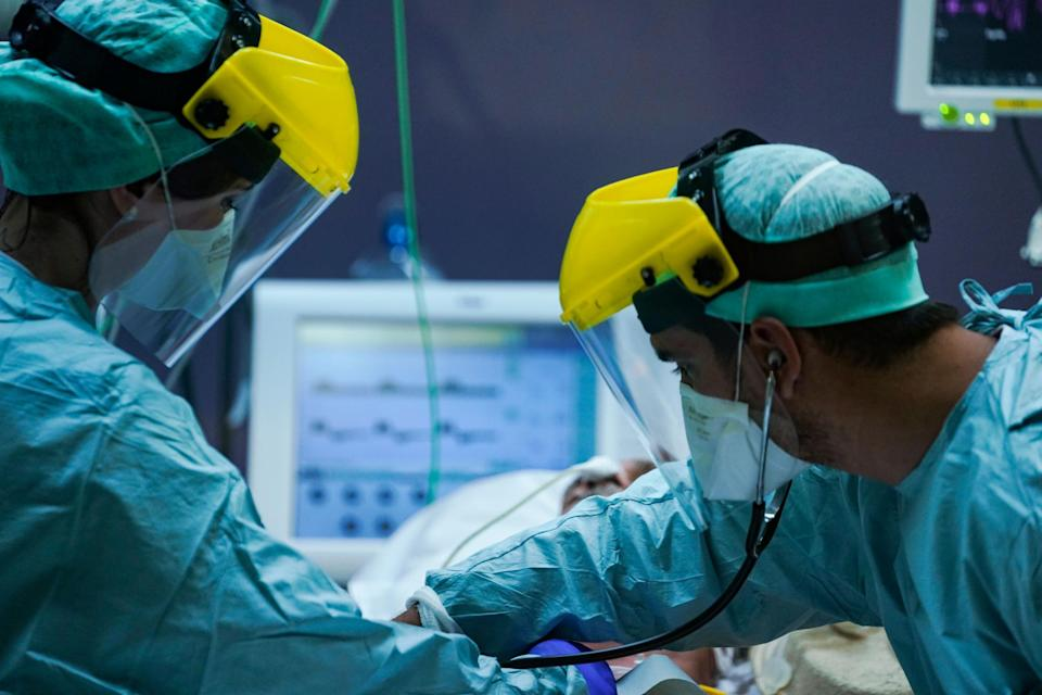Medical workers treating patients in the intensive care unit at Erasme Hospital in Brussels. (AFP via Getty Images)