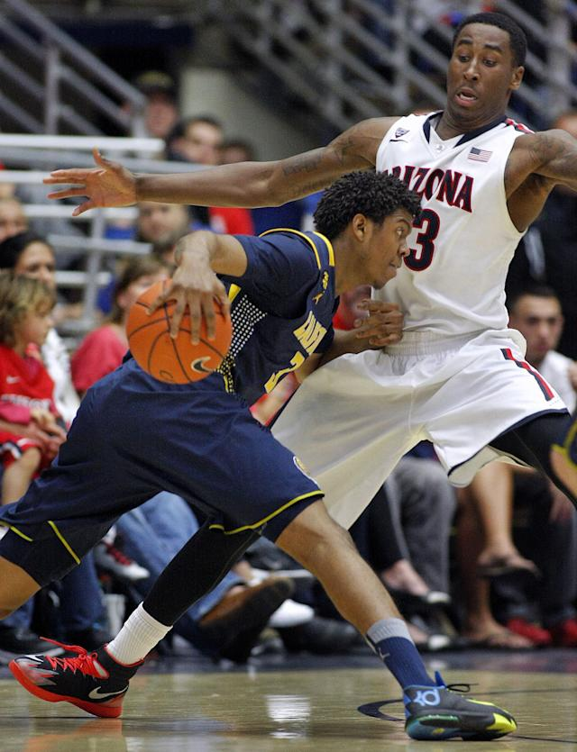 California's Tyrone Wallace, left, runs into the defense of Arizona's Rondae Hollis-Jefferson, right, in the second half of an NCAA college basketball game, Wednesday, Feb. 26, 2014 in Tucson, Ariz. Arizona won 87 - 59. (AP Photo/John MIller)