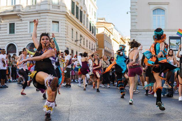 ROME, ITALY - 2021/06/26: People dance during the universal demonstration in celebration of Rome Pride for the rights of the LGBT community. (Photo by Gennaro Leonardi/Pacific Press/LightRocket via Getty Images) (Photo: Pacific Press via Getty Images)