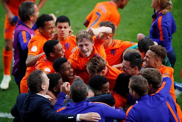 Soccer Football - UEFA European Under-17 Championship Final - Italy vs Netherlands - AESSEAL New York Stadium, Rotherham, Britain - May 20, 2018 Netherlands celebrate winning the final Action Images via Reuters/Carl Recine