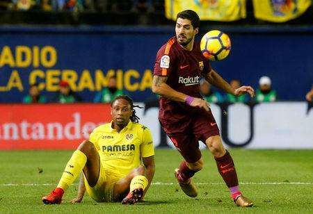 Soccer Football - La Liga Santander - Villarreal vs FC Barcelona - Estadio de la Ceramica, Villarreal, Spain - December 10, 2017 Villarreal's Ruben Semedo in action with Barcelona's Luis Suarez REUTERS/Heino Kalis