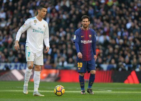 Soccer Football - La Liga Santander - Real Madrid vs FC Barcelona - Santiago Bernabeu, Madrid, Spain - December 23, 2017. Real Madrid's Cristiano Ronaldo in action with Barcelona's Lionel Messi. REUTERS/Sergio Perez/Files