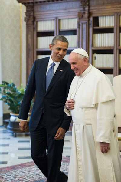 Handout picture released on March 27, 2014, by the Vatican press office shows Pope Francis (R) and US President Barack Obama during a private audience at the vatican (AFP Photo/)