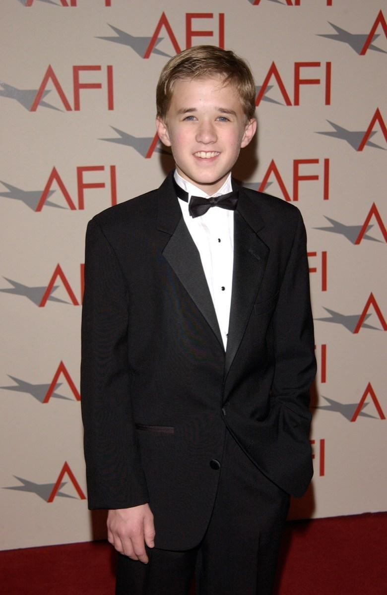 "<strong>Haley Joel Osment </strong>debuted on the big screen and the silver screen in 1994, appearing as Forrest Gump Jr. in…well, you know what, and popping up in <em>The Larry Sanders Show </em>and a TV movie. But his big break was indubitably 1999's <em>The Sixth Sense, </em>in which he played a disturbed little boy who claimed to ""see dead people"" and was hugely praised for his work. Roles in movies like <em>Pay It Forward </em>and <em>A.I. Artificial Intelligence </em>followed."