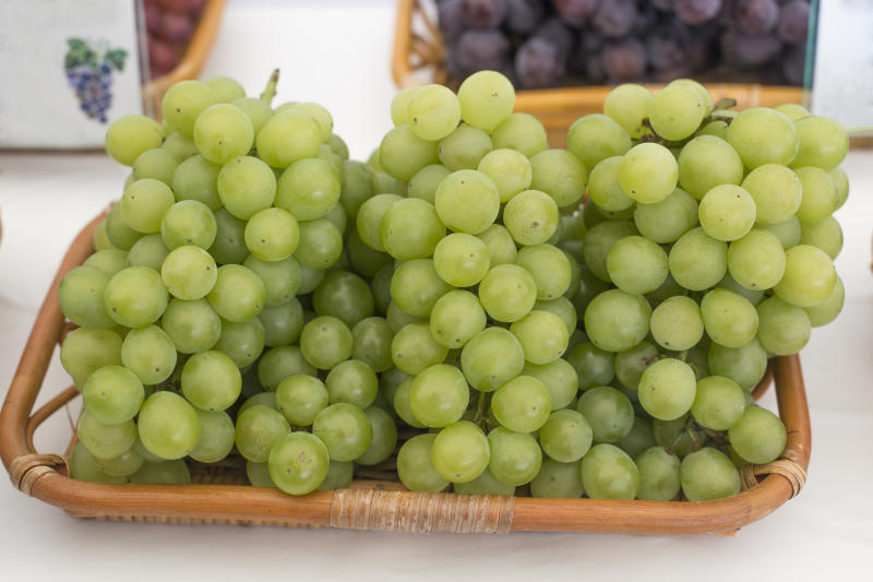 Fress green grapes for sale