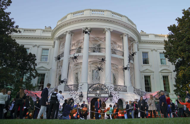 <p>President Donald Trump and first lady Melania Trump hand out treats as they welcome children from the Washington area and children of military families to trick-or-treat celebrating Halloween at the South Lawn of the White House in Washington, Oct. 30, 2017. (Photo: Pablo Martinez Monsivais/AP) </p>