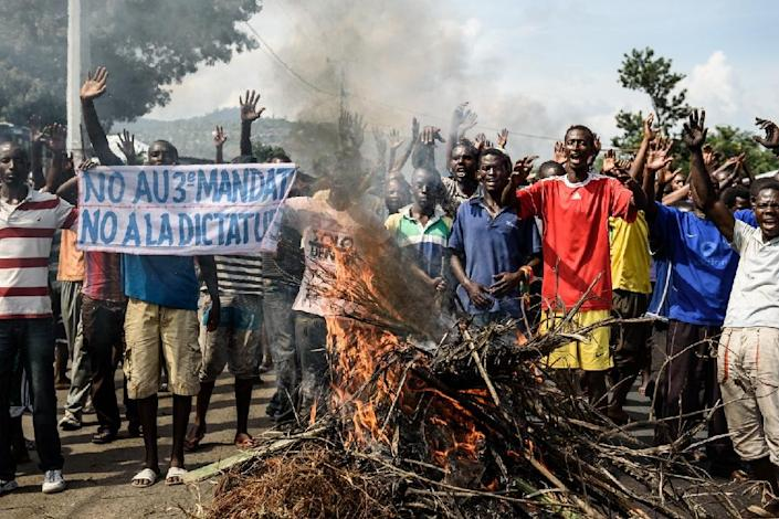 Protestors raise their hands during a demonstration in the Musaga neighborhood of Bujumbura on May 18, 2015 (AFP Photo/Jennifer Huxta)