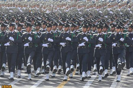 Members of Iranian Armed Forces march during the Army Day parade in Tehran April 18, 2013. REUTERS/Hamid Forootan/ISNA/Handout