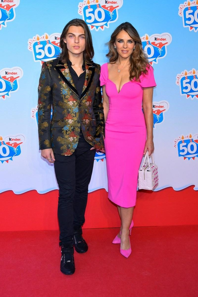 PWE742 Soltau, Deutschland. 14th Oct, 2018. Liz Hurley, son Damian at the 50th birthday of the brand Kinder - Chocolate - Made of Happy at Heide Park Resort on Sunday 14.10.2018 in Soltau   usage worldwide Credit: dpa/Alamy Live News