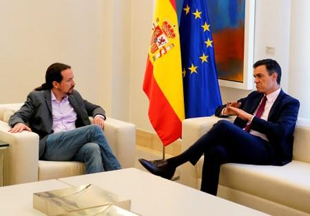 FILE PHOTO: Spain's Podemos offers to make concessions to avoid repeat elections