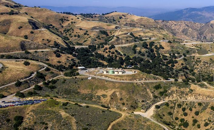 "The Aliso Canyon gas storage field in the Santa Susana Mountains north of Los Angeles. <span class=""copyright"">(Robert Gauthier / Los Angeles Times)</span>"