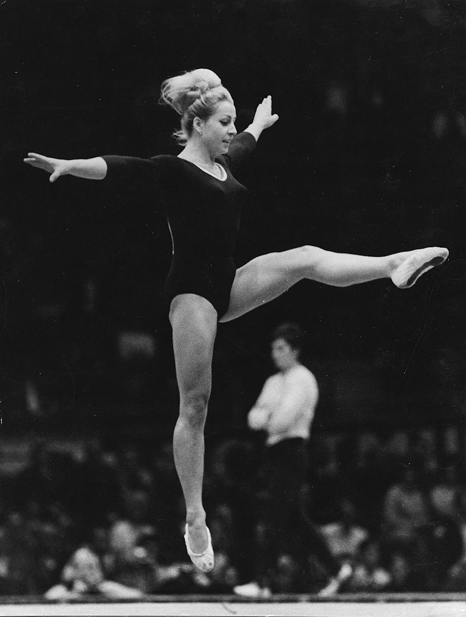 <p>V?ra ?áslavská competes at the 1968 Olympic Games in Mexico City. (Photo by von der Becke/ullstein bild via Getty Images) </p>