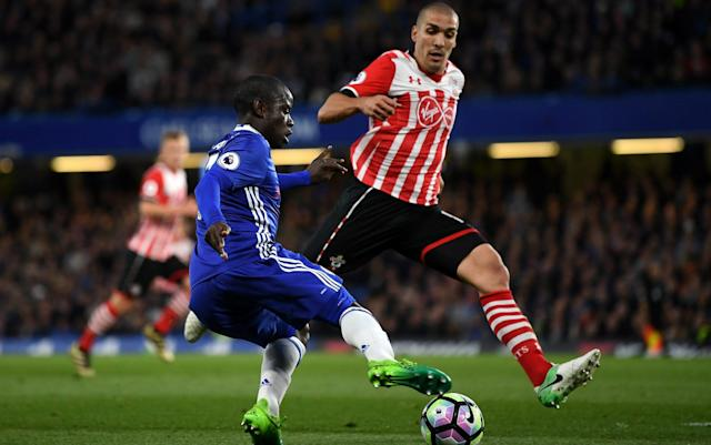 <span>Oriol Romeu gets across to deny N'Golo Kante </span>