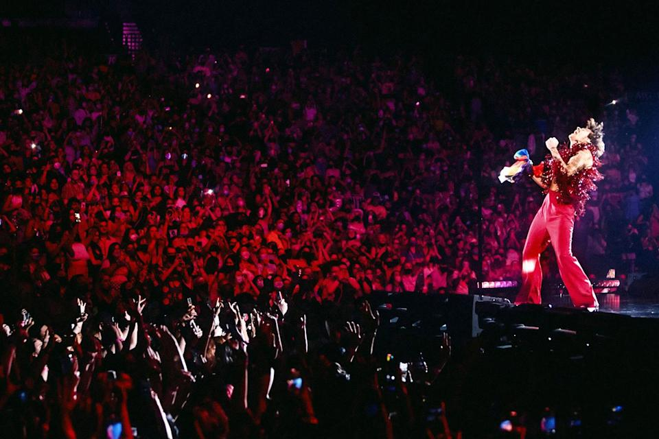 <p>Harry Styles kicks off his Love On Tour at the MGM Grand Garden Arena in Las Vegas.</p>