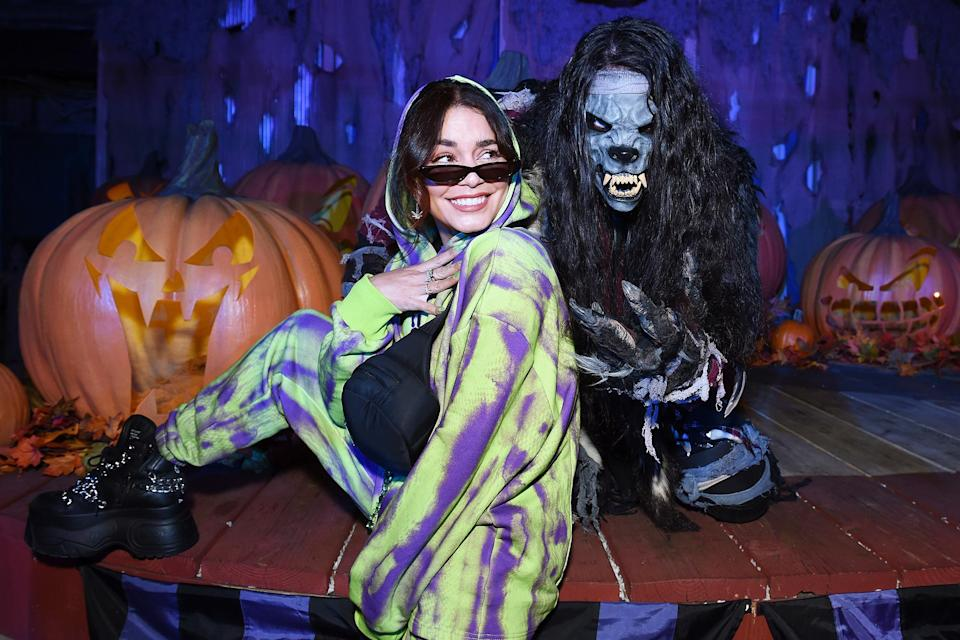 <p>keeping her cool on Sept. 17 at Knott's Scary Farm in Buena Park, California.</p>
