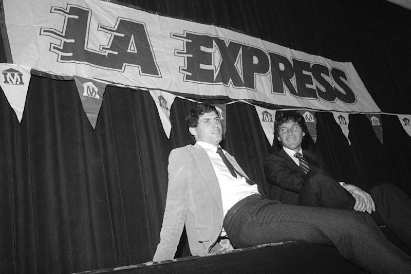 """FILE - In this March 6, 1984 file photo, Brigham Young University quarterback Steve Young, left, with his attorney Leigh Steinberg, sits back after signing a $40 million contract with the United States Football League's Los Angeles Express in Los Angeles. It's been three years since Steinberg had his last drink of vodka, the personal demon that sent his personal and professional lives crashing out of control. After a stunning fall that included filing for bankruptcy, the super agent who was the inspiration for Tom Cruise's character in """"Jerry Maguire"""" plans to relaunch his sports and entertainment agency this year.(AP Photo/Doug Pizac, File)"""