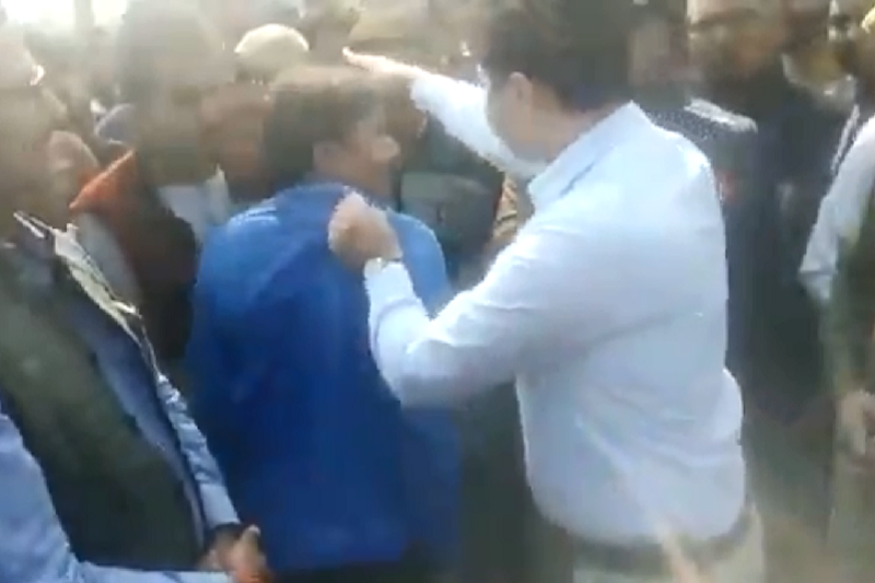 Amethi DM Moved Out as Clip of Him Misbehaving with Kin of BJP Leader's Slain Son Goes Viral