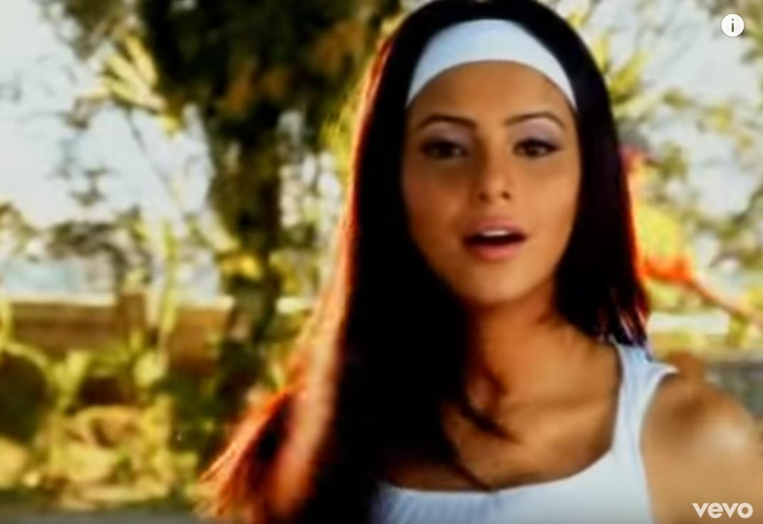 Music videos were the go-to place for aspiring actresses in the early 2000s. These videos, played 10 times on music channels everyday, would not only expose them to the show bizz but also turn them into an easily recognizable household face. Aamna, a model at that time, featured in several music videos and was doing pretty good for herself. But this was just a stepping stone.