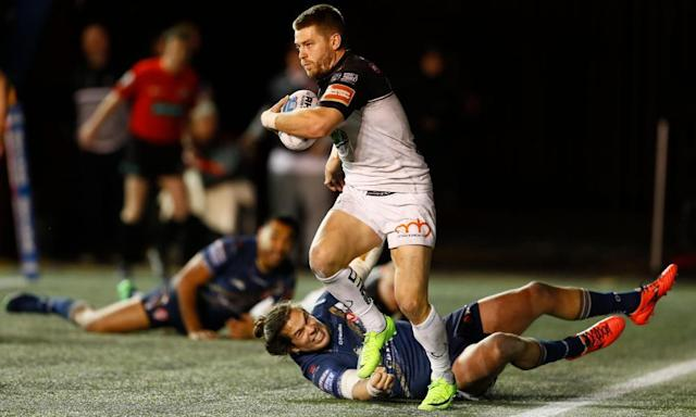 """<span class=""""element-image__caption"""">Rhys Hanbury of Widnes evades a tackle from St Helens' Louie McCarthy-Scarsbrook.</span> <span class=""""element-image__credit"""">Photograph: Jason Cairnduff/Reuters</span>"""