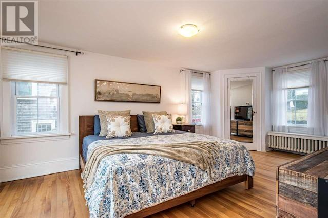 <p><span>10 Armshore Drive, Halifax, N.S.</span><br> There are three bedrooms upstairs, including this master suite.(Photo: Zoocasa) </p>