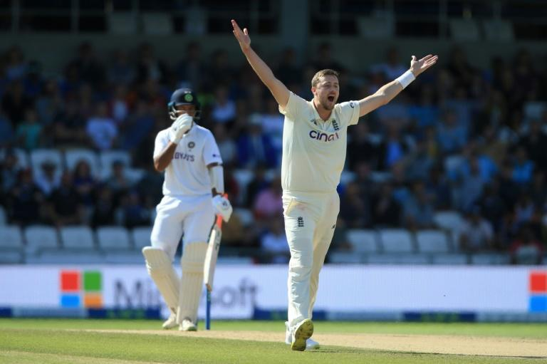 Five-wicket haul - Ollie Robinson (R) bowled England to an innings and 76-run win over India in the third Test at Headingley on Saturday (AFP/Lindsey Parnaby)