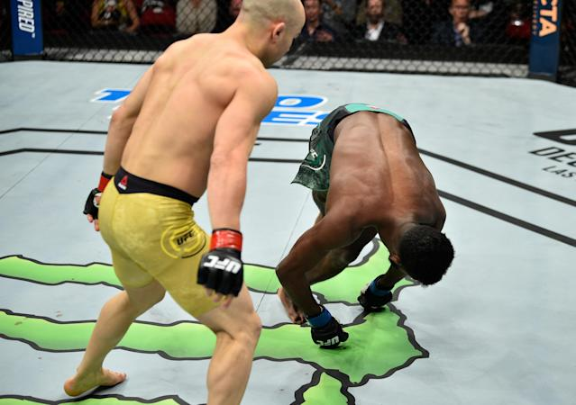 Marlon Moraes (L), shown during a knockout win over Aljamain Sterling last month in Fresno, Calif., has signed a deal to fight Jimmie Rivera. (Getty Images)