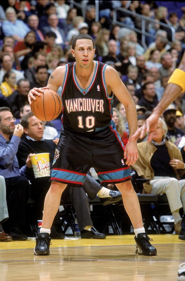 Mike Bibby with the Vancouver Grizzlies. (Getty Images)