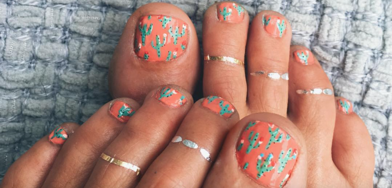 This bright and bubbly lifestyle blogger's Pinterest toenails are seriously chic