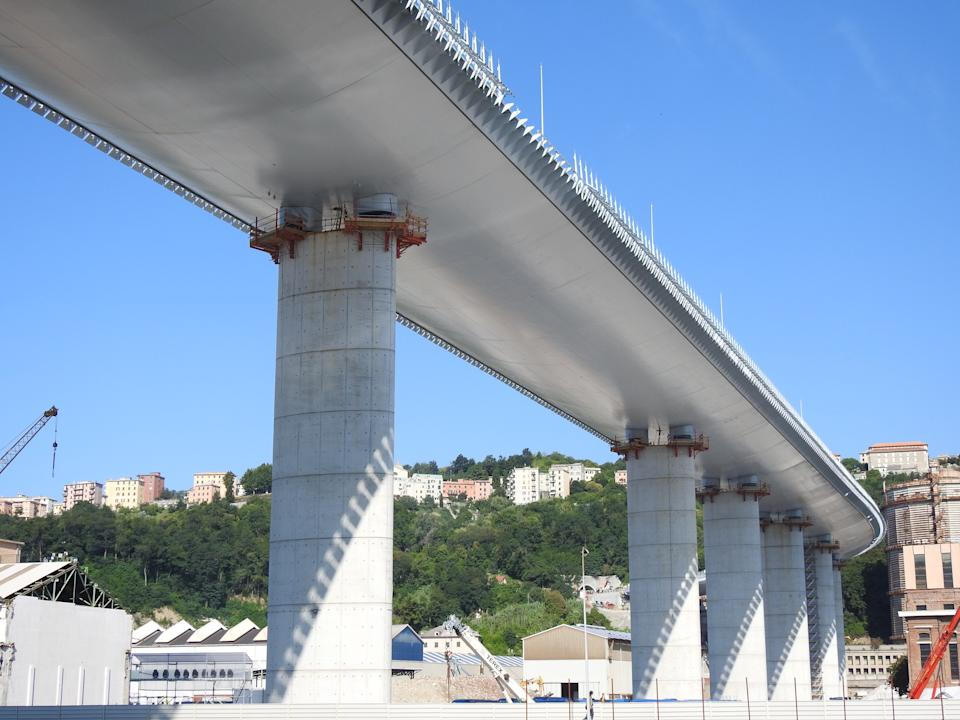 """<div class=""""caption""""> For constant assurance that the bridge is functioning properly, Piano's team implemented a system of sensors track for joint expansion and differential displacements. </div> <cite class=""""credit"""">Photo: Shunji Ishida</cite>"""