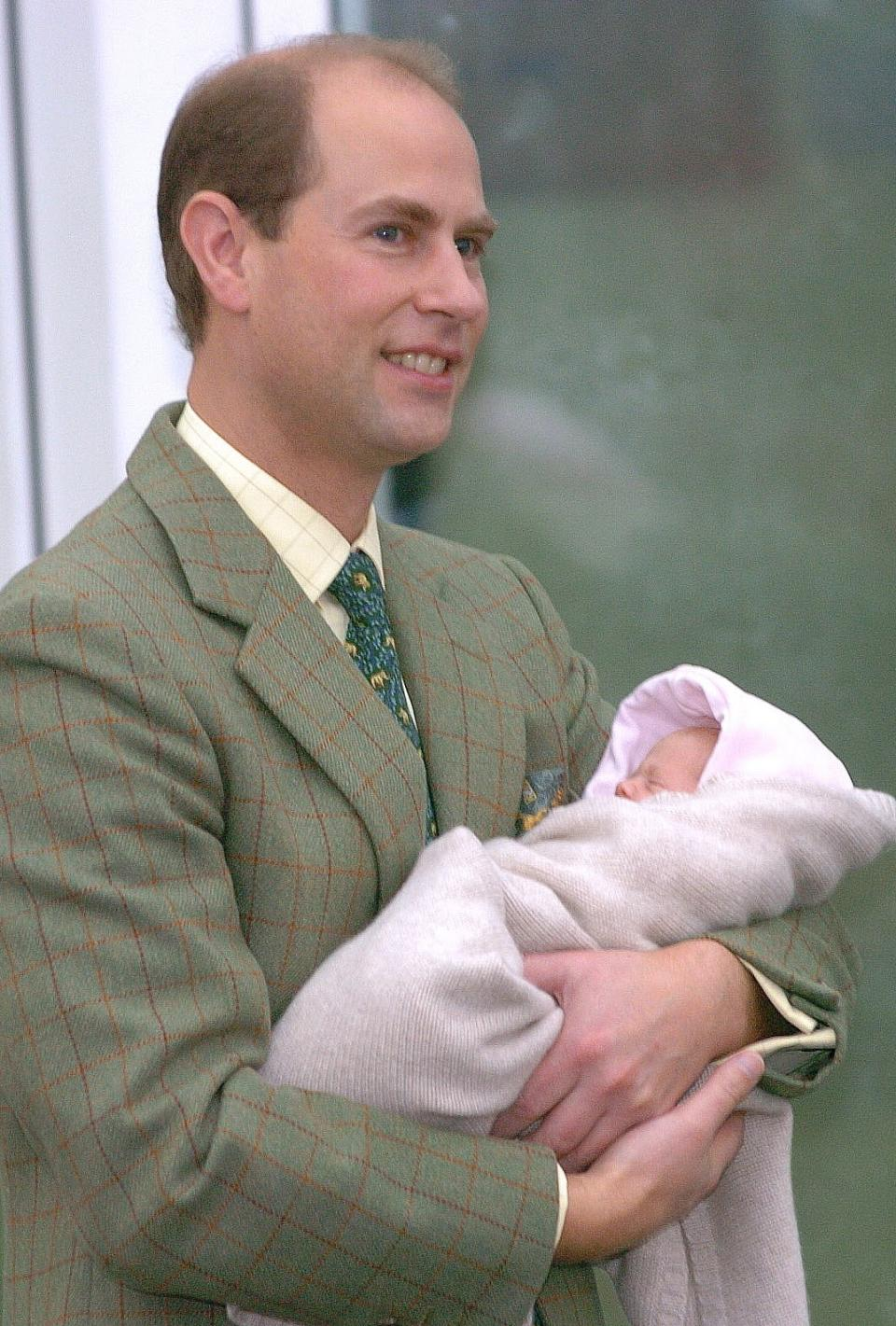 <p>The Earl of Wessex holding Lady Louise Windsor as they leave hospital in Frimley. (Tim Graham Picture Library/Getty Images)</p>