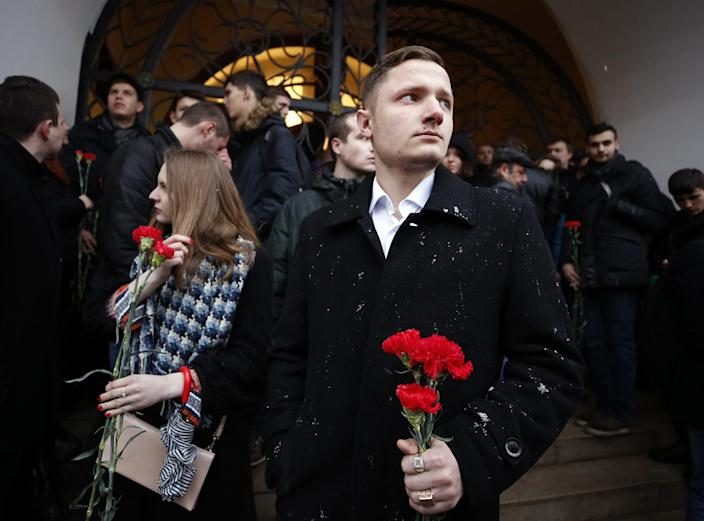 <p>People attend a memorial service for victims of a blast in St.Petersburg metro, by the Kremlin walls in Moscow, Russia April 3, 2017. (Maxim Shemetov/Reuters) </p>