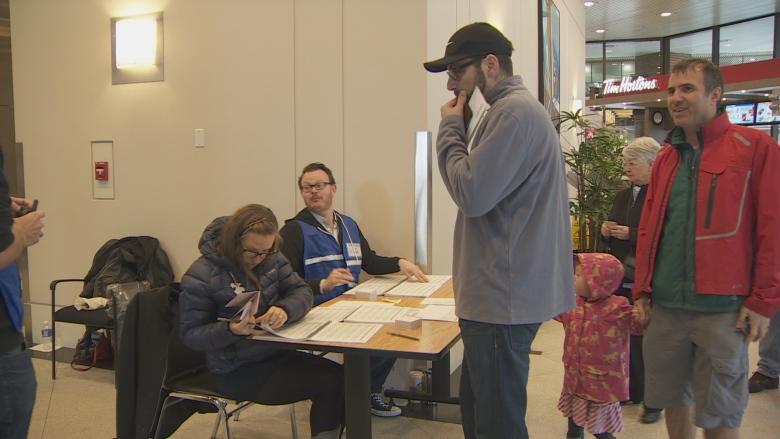 Thousands in B.C vote in advance polls for French presidential election