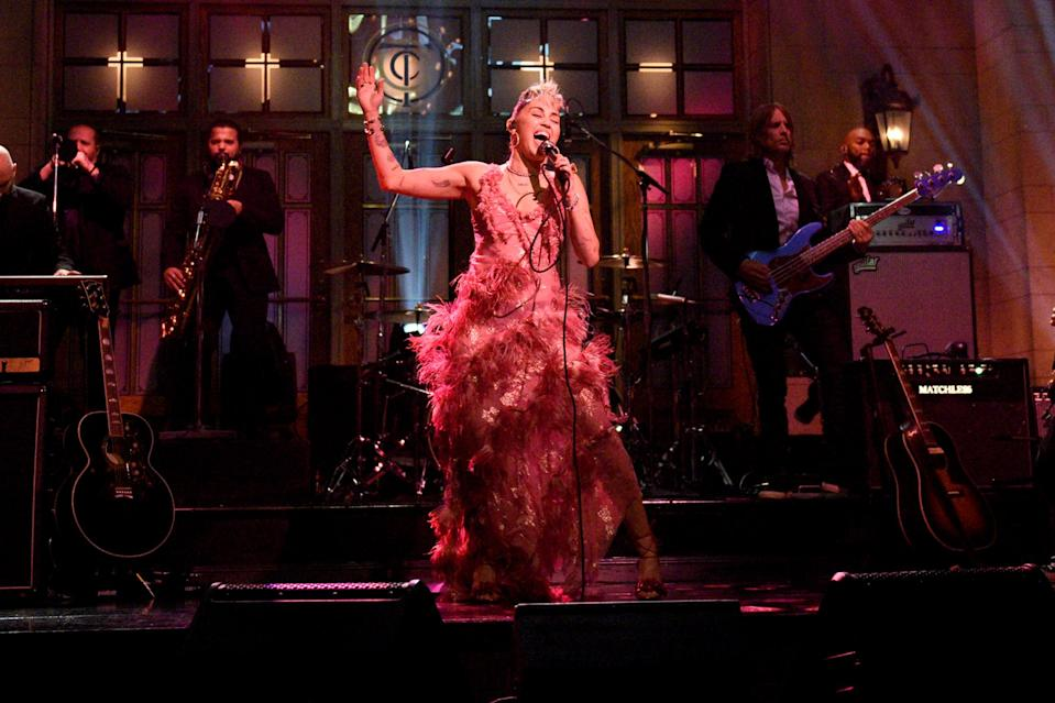 """<p>Miley Cyrus performed """"Plastic Hearts"""" on <em>Saturday Night Live</em> in New York.</p>"""