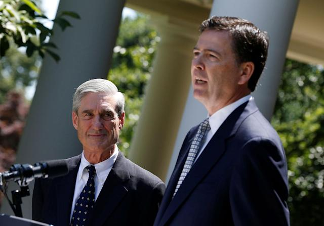 <p>James Comey (R), a Republican who served in the Bush Justice Department, speaks alongside outgoing FBI Director Robert Mueller after being nominated by U.S. President Barack Obama (not pictured) to replace Mueller, in the Rose Garden of the White House in Washington, June 21, 2013. (Photo: Jason Reed/Reuters) </p>