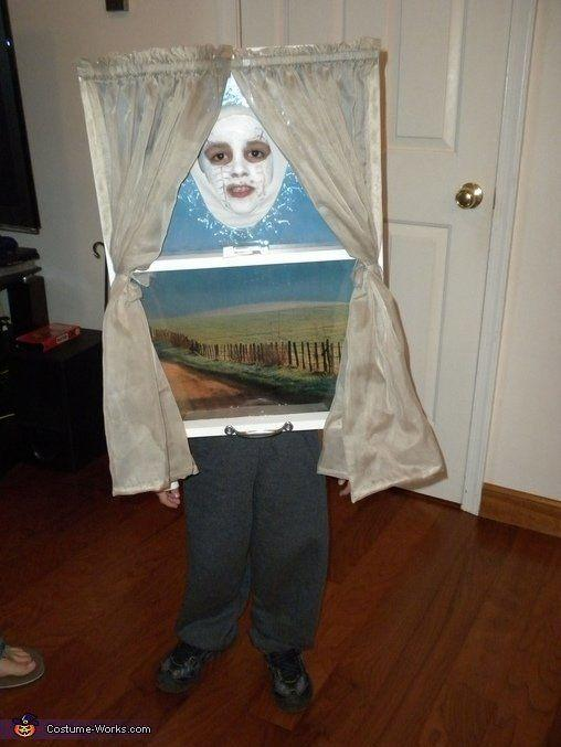 """<a href=""""http://www.costume-works.com/costumes_for_kids/window.html"""" target=""""_blank"""">vía Costume Works </a>"""