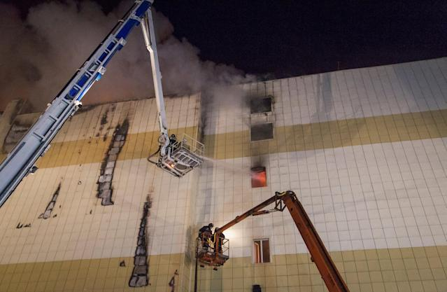 <p>Members of the Emergency Situations Ministry work to extinguish a fire in a shopping mall in the Siberian city of Kemerovo on March 26, 2018. (Photo: Marina Lisova/Reuters) </p>