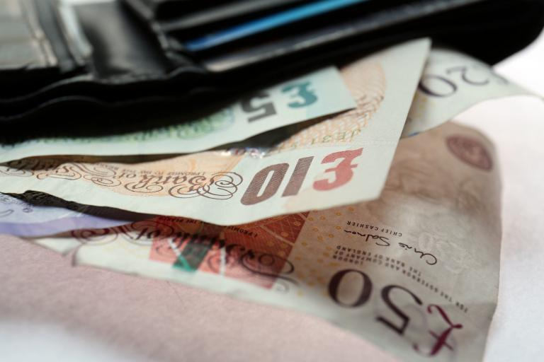 Met busts violent gang that shipped £300m overseas using cash transfer shops in London