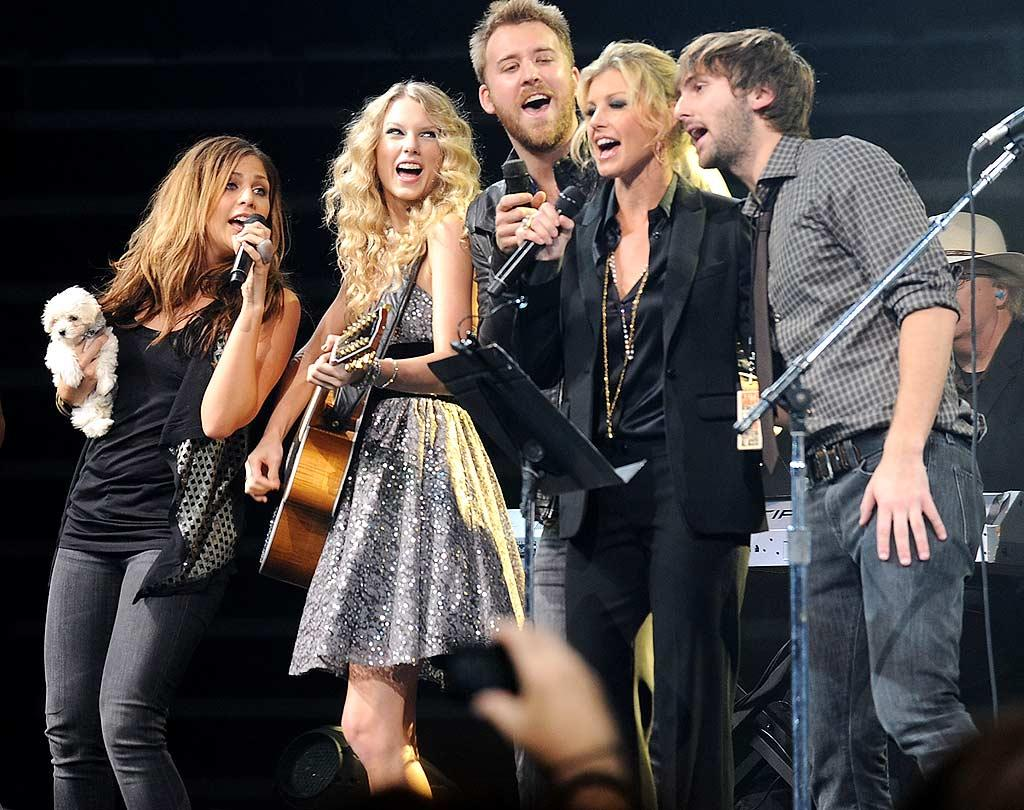"Taylor and Faith jammed on stage with Lady Antebellum's Hillary Scott, Charles Kelley, and Dave Haywood. Rick Diamond/<a href=""http://www.gettyimages.com/"" target=""new"">GettyImages.com</a> - October 13, 2009"
