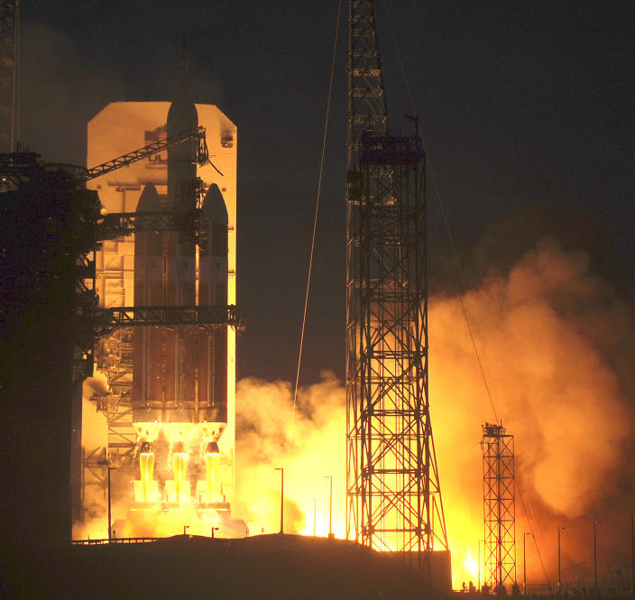 A Delta 4 rocket lifts off from from Cape Canaveral, Florida, on December 5, 2014 carrying NASA's Orion spacecraft on its first test flight (AFP Photo/Bruce Weaver )
