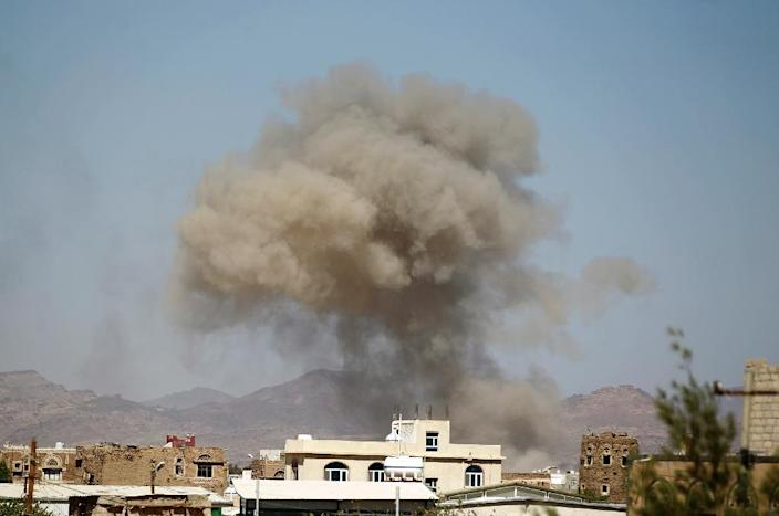 Smoke billows from buildings in Sanaa on September 29, 2015, a day after the Saudi-led coalition allegedly carried out an air strike on a wedding that left at least 131 people dead north of the capital (AFP Photo/Mohammed Huwais)