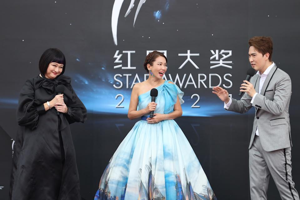 Chen Li Ping, Kym Ng and Lee Teng at Star Awards held at Changi Airport on 18 April 2021. (Photo: Mediacorp)