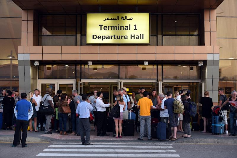 British tourists arrive at the airport in Egypt's Red Sea resort of Sharm El-Sheikh on November 6, 2015 (AFP Photo/Mohamed el-Shahed)
