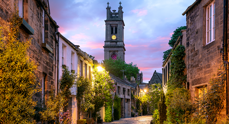The picturesque Circus Lane taken at sunrise in Edinburgh, Scotland. [Photo: Getty]